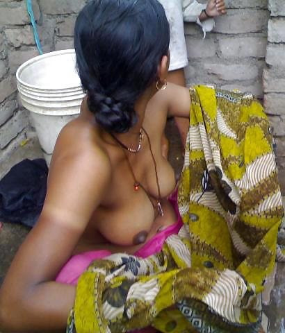 Indian wife bathing nude pics