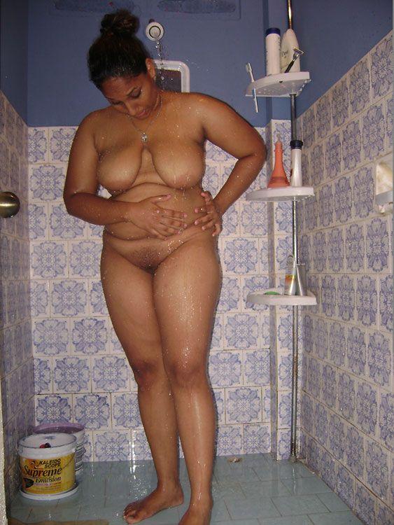 Indian women posing nude pics