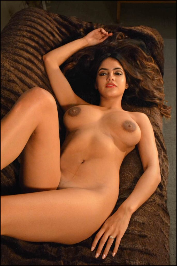 Desi college girl leaked nude pics