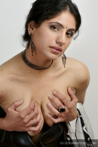 indian model nude photoshoot