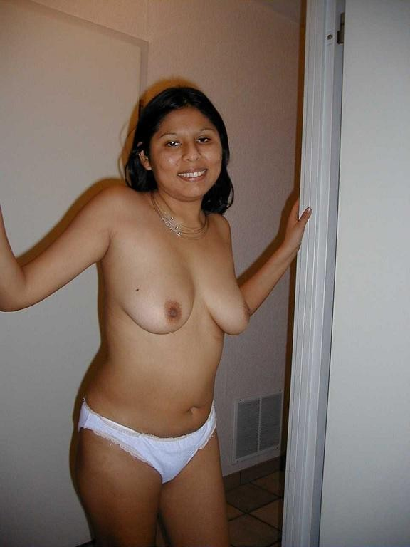 Sexy Indian girl exposing herself - Indian porn pics