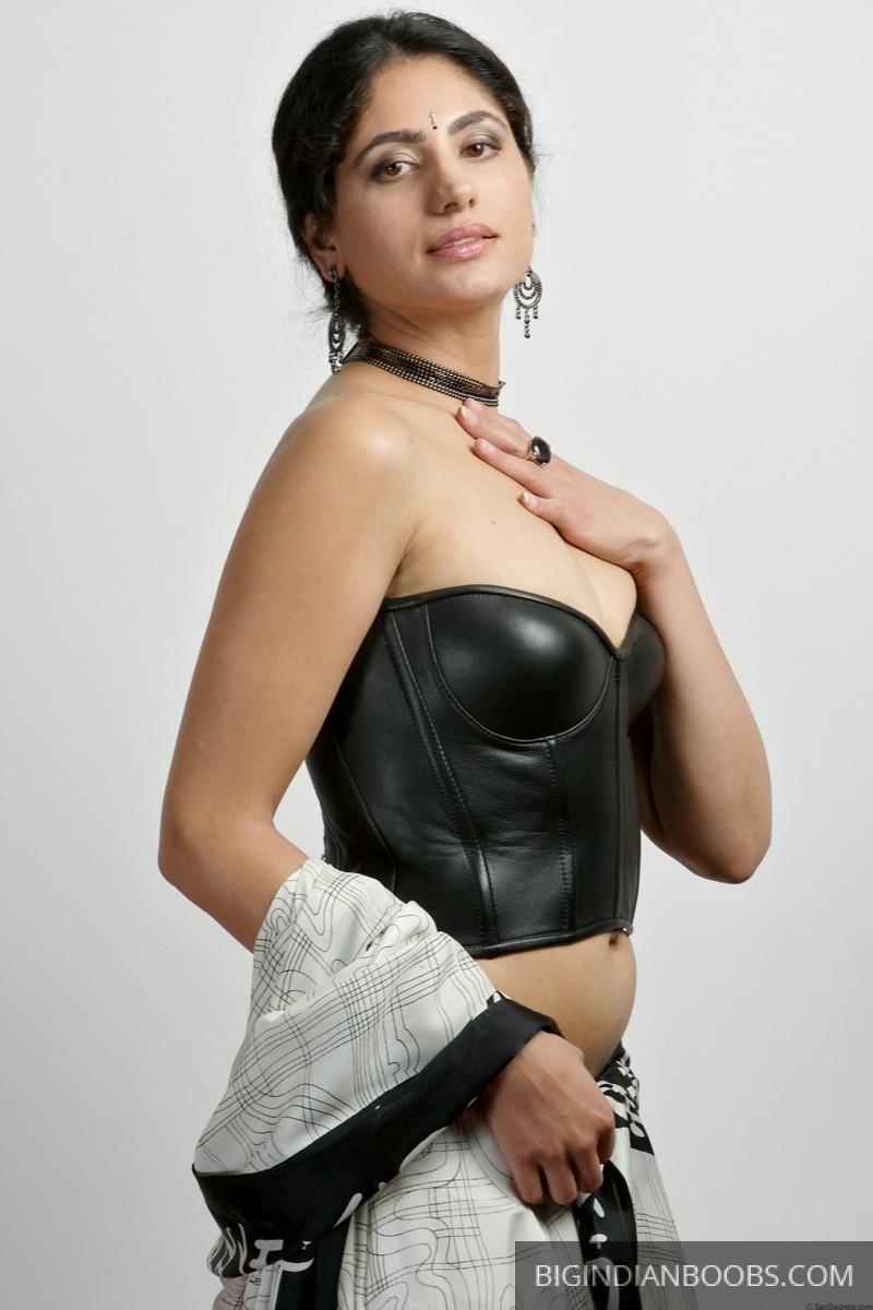 indian model nude photoshoot