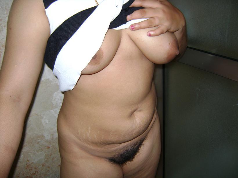Indian Bhabhi nude in Bathroom - Indian sex photos