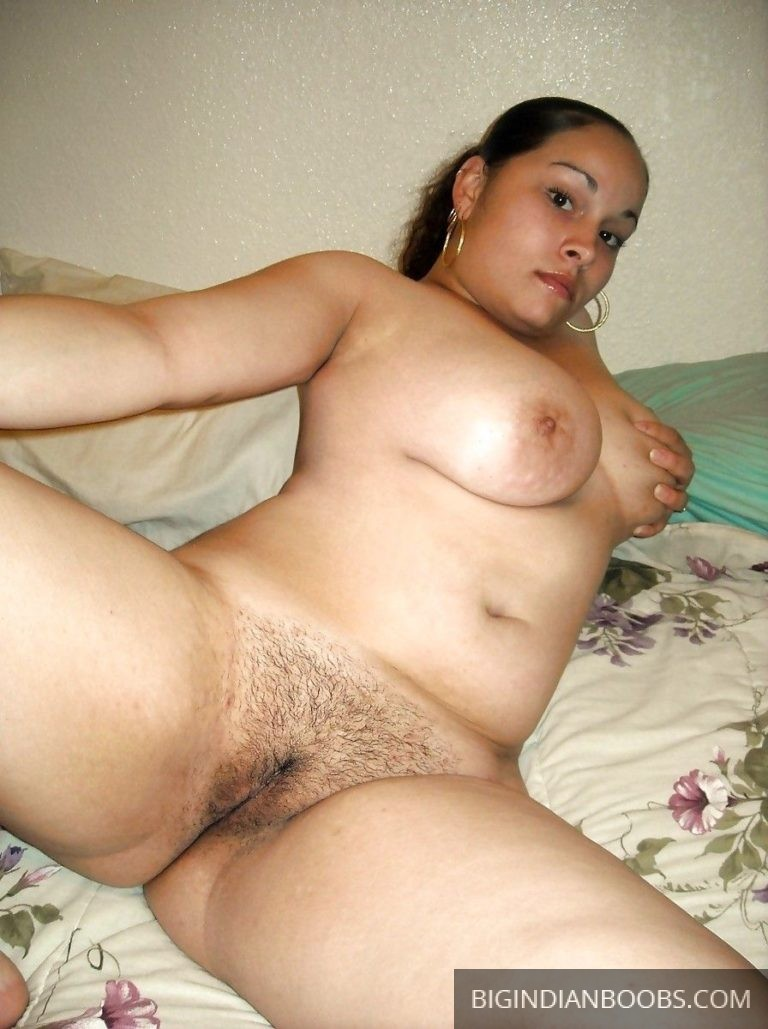Curvy Muslim Wife Nude Exposing Milky Boobs.