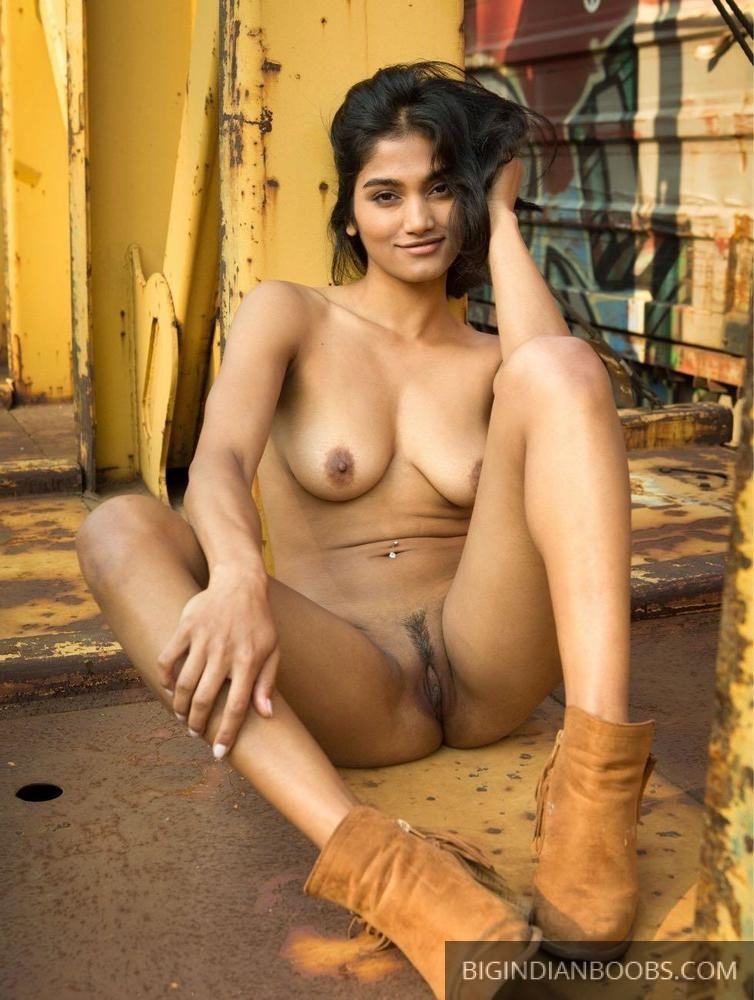 Indian women showing their nude bodies