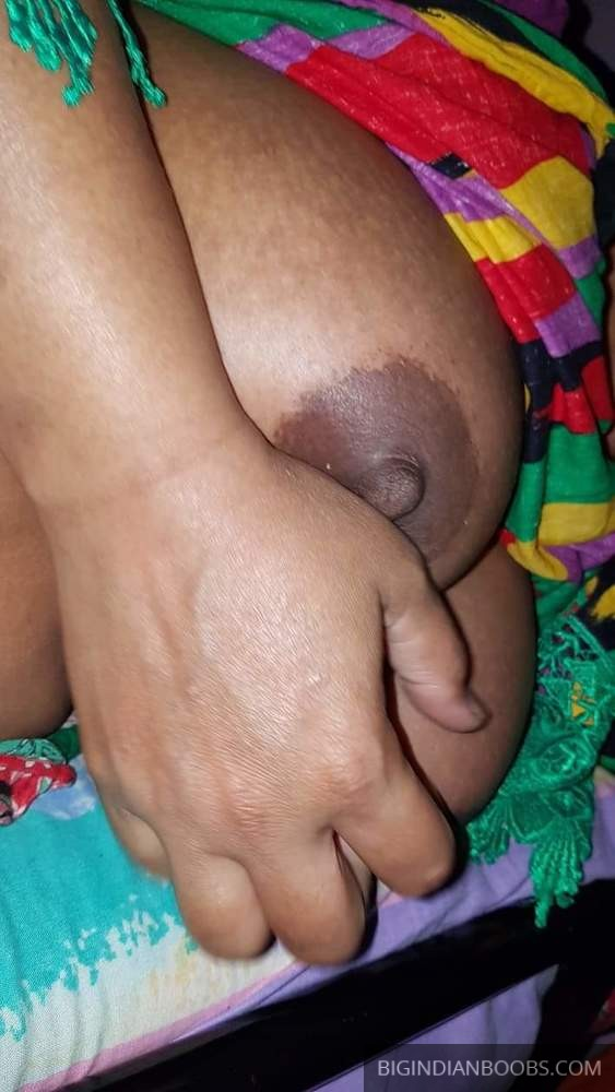 Dusky Indian woman showing her boobs and pussy