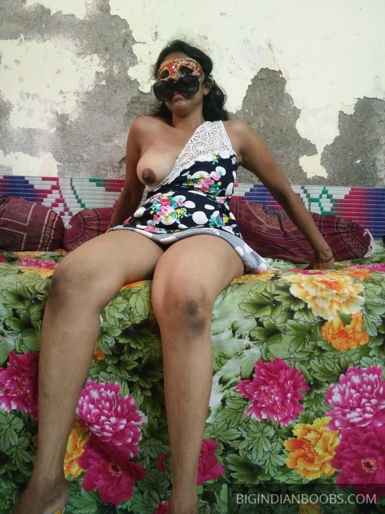 Indian girl Aruna showing her naked body