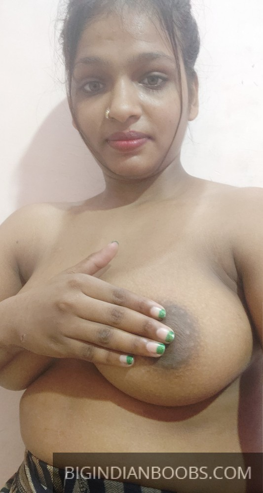 Indian College girl showing her Nude Body