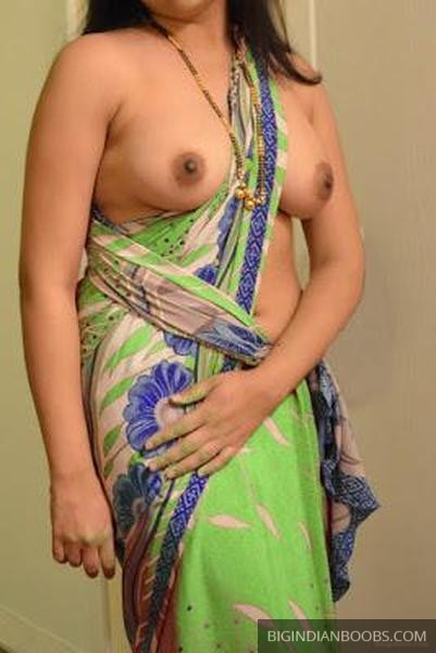 Indian Bhabhi in Saree Pics