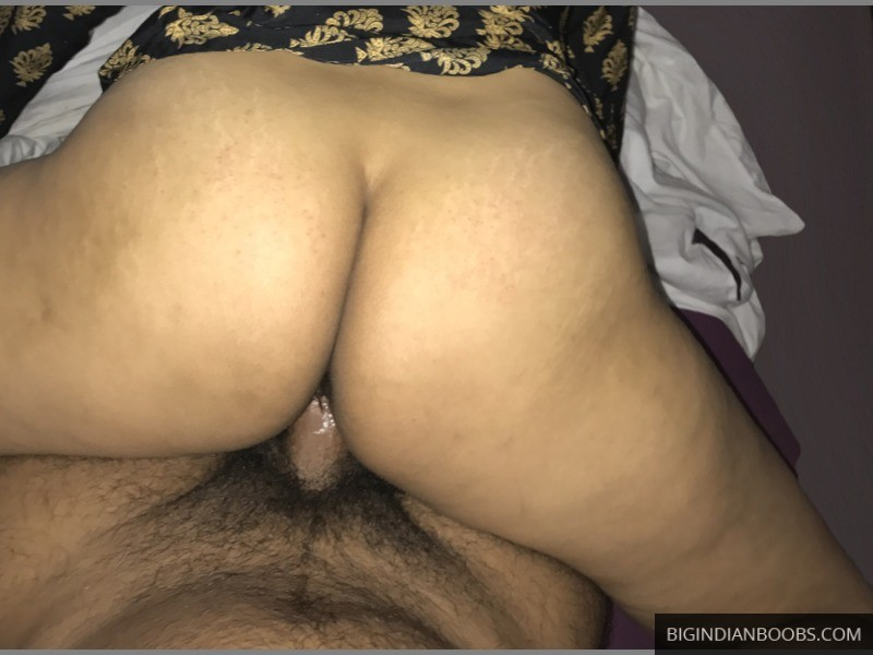 Moti Gaand Bhabhi riding cock