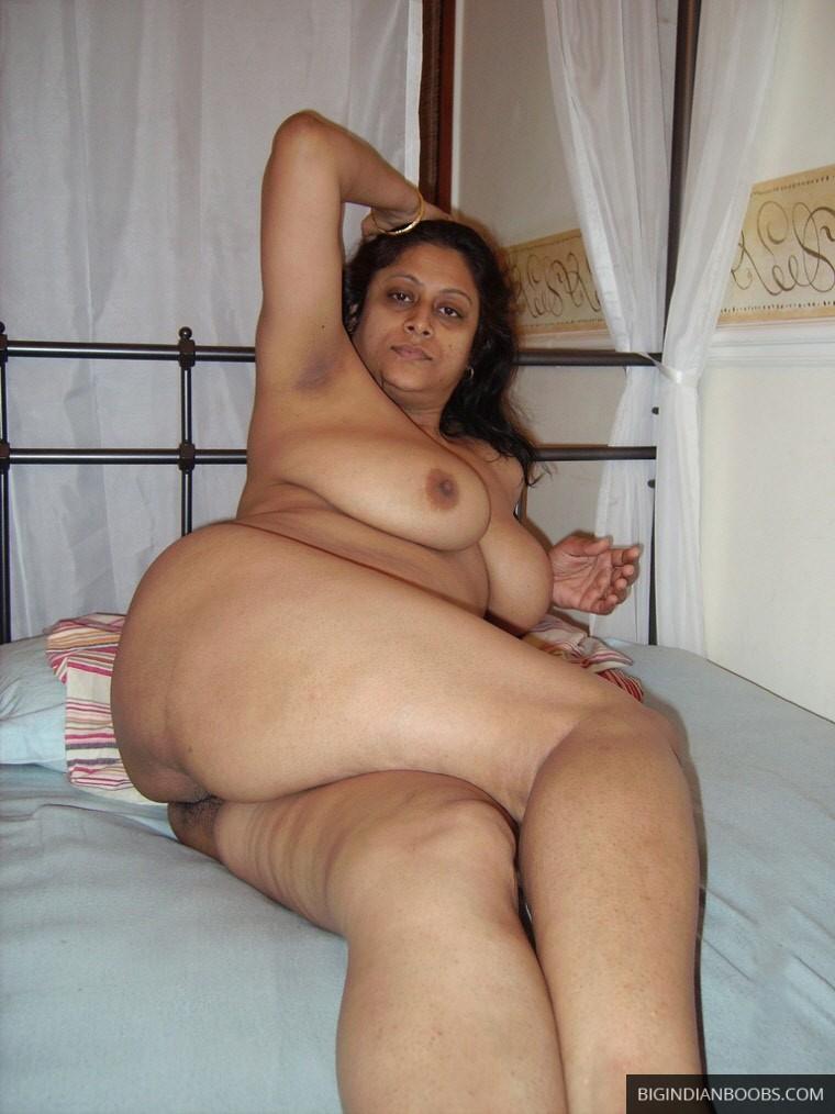 indian milf posing nude