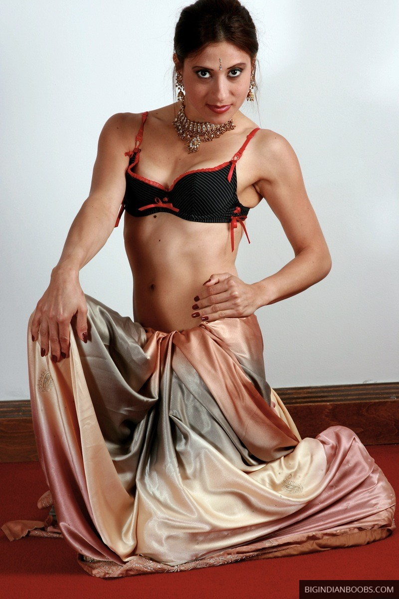 nude indian model in saree