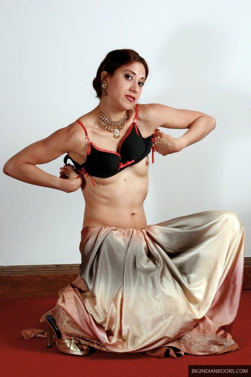 sexy saree nude pic