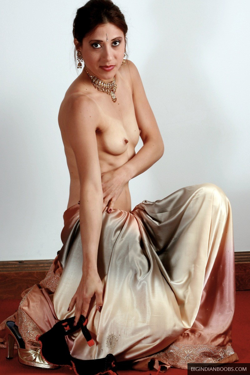 small boobs naked indian model