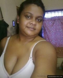 chubby-Indian-busty-wife-nude-pics